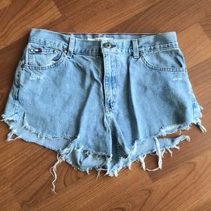 TOMMY H destroyed jean shorts